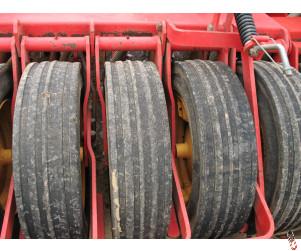 USED Vaderstad Original Ribbed Tyres